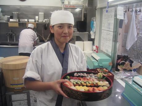 高校生・シニアOK!! 宅配寿司キッチンスタッフ募集 店内で調理・調理補助のお仕事